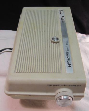 RETRO MIDLAND FLIP CLOCK RADIO~AM/FM ALARM~MID CENTURY MOD~SOLID STATE